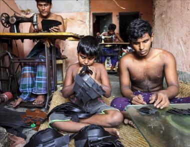 """Concurso de Microrrelatos en torno a la Exposición """"El sector del cuero en Bangladesh"""". El coste real de su producción."""